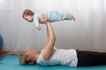 Упражнения вместе с мамой
